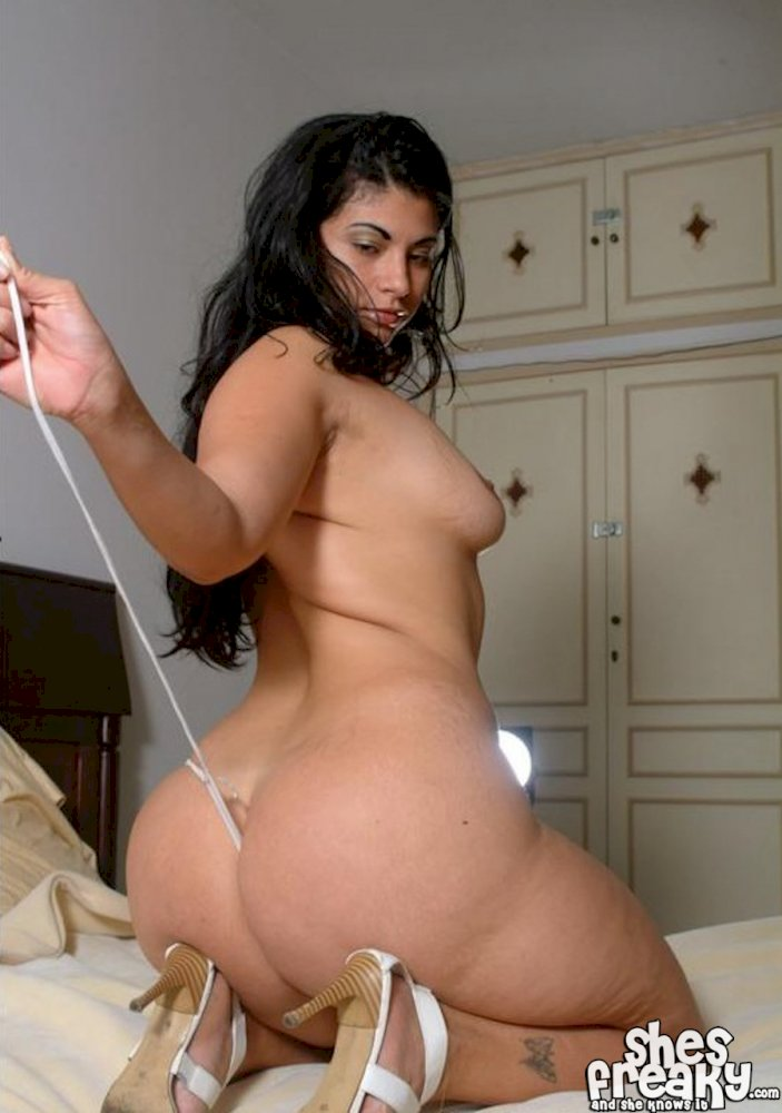 women nude Thick middle eastern