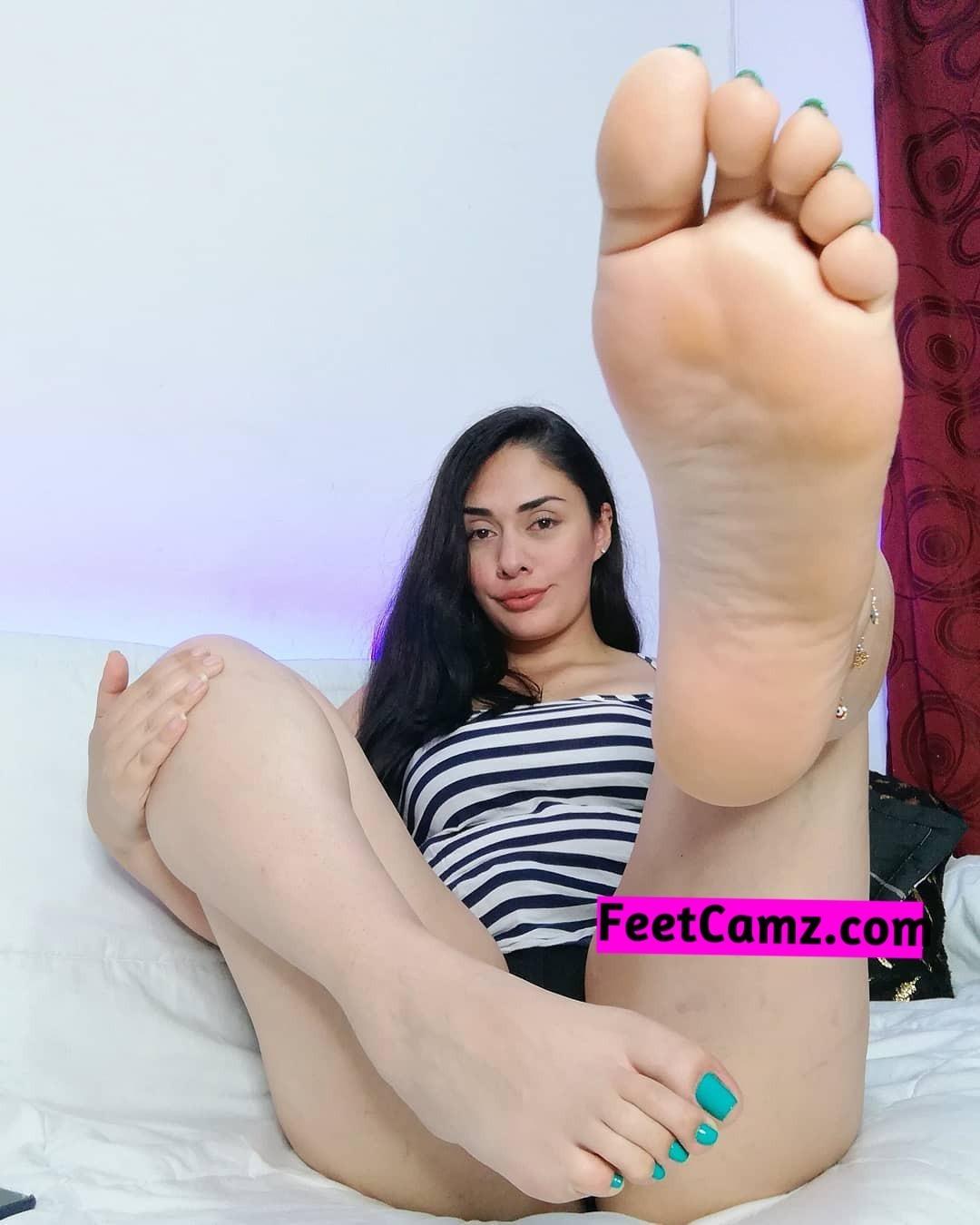 Sexy Latina Dildo Webcam