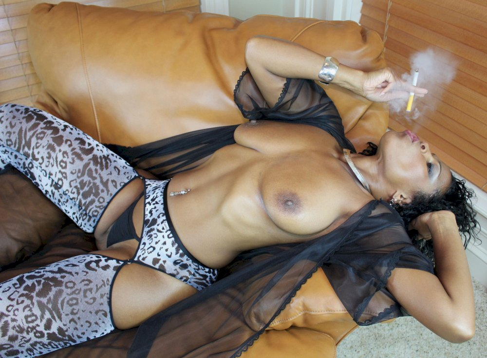 Full mature nylon pantie wearing woman