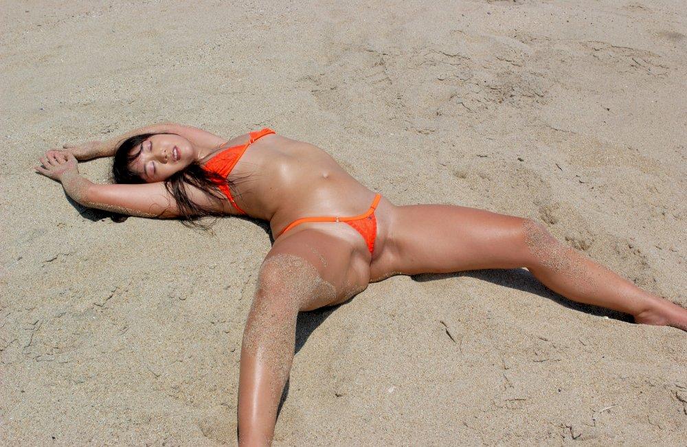 Free asian bikini photo