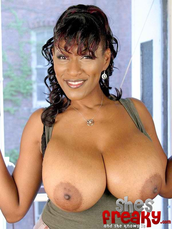 Floppy ebony tits — photo 2