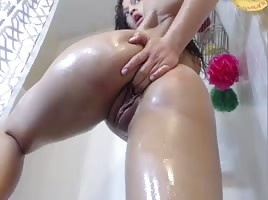 Sexy Oily Pussy Play