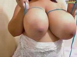Big Tit Domincan GILF