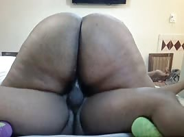 Big fat Ebony ass cumming on fat dick