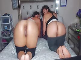 2 Latinas clapping on the bed