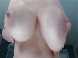 Perfect boobs bouncing