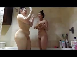 2 friends shower together