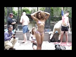 ART? OR FREAK ? BLACK WOMAN NAKED IN PUBLIC PARK