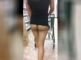LATINA flashes ASS and PUSSY in supermarket PT.2
