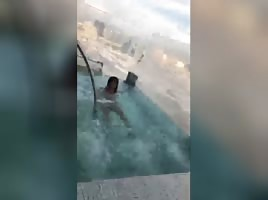 2 Women Tweking In The Pool