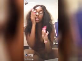 This Hoe went on live naked