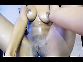 Juicy looking Pussy getting toyed