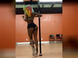 Summer Walker on the stripper pole