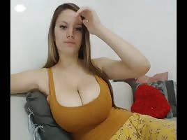 Chaturbate Same Girl HuGe BooBs + Pussy Playin